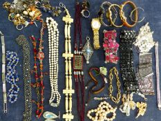A COLLECTION OF JEWELLERY TO INCLUDE ALPACA SILVER MEXICAN EARRINGS, BRACELETS, NECKLACE, EARRINGS