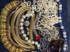 A COLLECTION OF COSTUME JEWELLERY AND VARIOUS STRANDS OF CULTURED AND OTHER PEARLS ETC