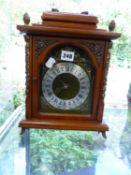 A VINTAGE CHIMING MANTEL CLOCK