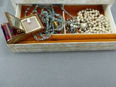 A VINTAGE JEWELLERY CASE AND CONTENTS PREDOMINANTLY COSTUME JEWELLERY AND A SWISS REUGE SET CROIX