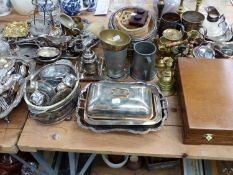 A CASED CANTEEN OF CUTLERY, VARIOUS SILVER PLATED WARES TO INCLUDE TRAYS, CUTLERY, TABLE WARE AND