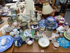 A QUANTITY OF ANTIQUE AND LATER CHINA WARE, TO INCLUDE BLUE AND WHITE STAFFORDSHIRE, A TRENT