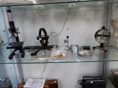 A GROUP OF ANTIQUE AND VINTAGE SCIENTIFIC APPARATUS TO INCLUDE A DIP NEEDLE BY PHILIP HARRIS, A