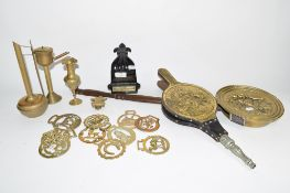 QUANTITY OF BRASS WARES INCLUDING HORSE BRASSES AND BELLOWS