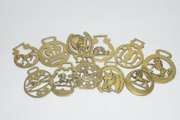 BOX CONTAINING HORSE BRASSES