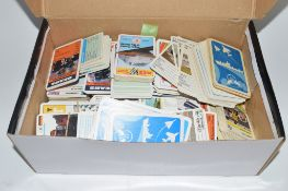 BOX CONTAINING VARIOUS COLLECTORS CARDS, MAINLY RACING CARS, FORMULA 1 WITH PICTURES OF DRIVERS