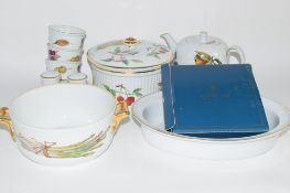 CERAMIC WARES INCLUDING IN THE ROYAL WORCESTER EVESHAM PATTERN
