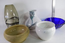 LARGE ART GLASS VASE TOGETHER WITH VARIOUS OTHER CERAMICS ETC