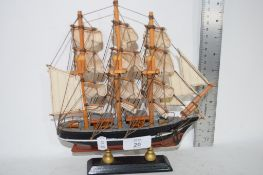 SMALL MODEL OF A SAILING SHIP, LENGTH APPROX 20CM