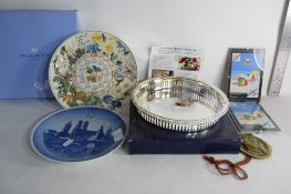 QUANTITY OF WEDGWOOD COLLECTORS PLATES TOGETHER WITH A SILVER PLATED SMALL GALLERY TRAY
