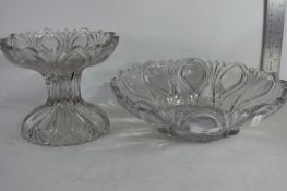 VINTAGE MOULDED GLASS BOWL ON STAND (A/F)