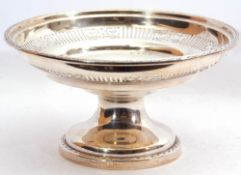 George V silver pedestal fruit bowl with a pierced geometric section, gadrooned rims, standing on