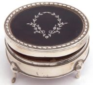 George V silver and tortoiseshell ring box of oval form, the hinged lid with silver engraved garland