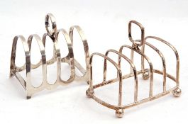Mixed Lot: George V silver toast rack of rectangular frame, with four divisions and central loop