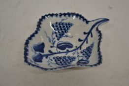Lowestoft porcelain pickle dish with a fruiting grape design within a berry border, 10cm long