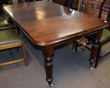 Early/mid Victorian small extending dining table of rectangular shape with rounded corners, raised