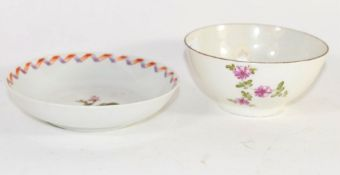 Lowestoft porcelain small bowl, polychrome decoration by the tulip painter, 10cm diam