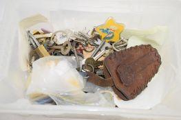 PLASTIC BOX CONTAINING QTY OF VARIOUS KEYS AND SMALL PADLOCKS