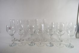 TRAY CONTAINING GLASS WARES, WINE GLASSES, CHAMPAGNE FLUTES ETC