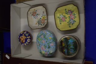 BOX CONTAINING CLOISONNE ITEMS, SMALL DISHES, CIRCULAR DISH ETC