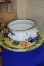LARGE CIRCULAR DISH PAINTED WITH FRUIT AND A BOOTHS PEKIN CHAMBER POT