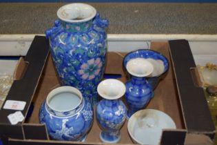 BOX CONTAINING ORIENTAL WARES, BLUE AND WHITE VASE, PAIR OF ORIENTAL VASES ETC