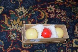 Boxed set of English billiard balls (spot white)