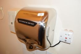 Automatic hand drier