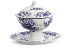 Lowestoft porcelain rice bowl, cover and stand, or small dessert tureen, decorated with the pine