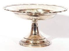 George V circular silver tazza, cake or fruit stand with reeded border, single knopped stem,
