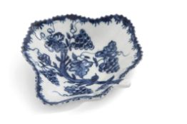 Lowestoft porcelain pickle dish decorated in underglaze blue with a fruiting vine design within a