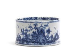 Lowestoft porcelain potting meat dish with a chinoiserie design to the exterior and floral design to