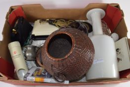 BOX CONTAINING METAL AND CERAMIC ITEMS, SERVING DISHES, HORSE BRASSES ETC
