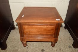 EARLY 20TH CENTURY COMMODE, APPROX 50CM X 44CM