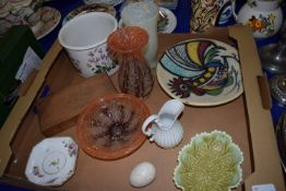 TRAY CONTAINING CERAMIC ITEMS INCLUDING BOTANIC GARDEN BOWL BY PORTMEIRION