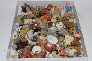 TRAY CONTAINING MAINLY CERAMIC MODELS OF ANIMALS
