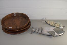 CERAMIC TRAYS AND METAL MODELS OF FISH