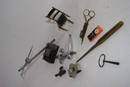 SMALL BOX CONTAINING LOCKABLE DOOR HANDLE, SCISSORS, DIVIDERS, SMALL METAL MODEL OF A CHAIR