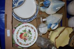TRAY CONTAINING CERAMICS, TWO POTTERY MODELS OF DUCKS, FRUIT MODELLED PLATES BY ROYAL WORCESTER FROM