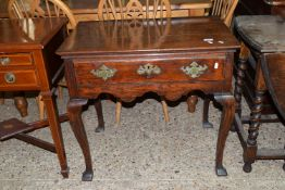 LATE 18TH/EARLY 19TH CENTURY OAK SIDE TABLE WITH DRAWER BENEATH OVER A SHAPED FRIEZE, APPROX 77 X