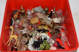 BOX CONTAINING SMALL GLASS AND CERAMIC ANIMALS