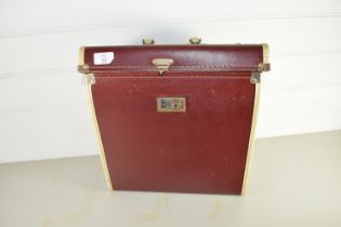 BOX CONTAINING VINTAGE RECORDS