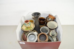 SMALL BOX CONTAINING QTY OF SLIPWARE DECORATED POTTERY, JUGS AND MUGS ETC