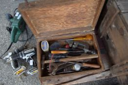 SMALL WOODEN TOOLBOX CONTAINING VARIOUS TOOLS INCLUDING WRENCHES, SMALL G-CLAMP ETC