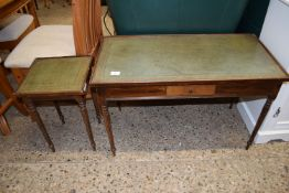 TWO MATCHING LEATHER TOPPED OCCASIONAL TABLES, THE LARGER APPROX 81 X 41CM