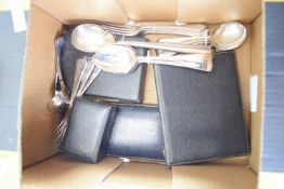 VARIOUS CUTLERY BOXES AND PLATED FLATWARES