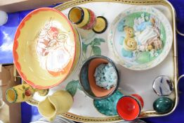 TRAY CONTAINING POTTERY FLOWER BOWL, QUEEN MOTHER COMMEMORATIVE PLATE AND OTHER ITEMS