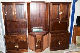 MAHOGANY EFFECT THREE PIECE CORNER WALL UNIT COMPRISING CORNER OPEN DISPLAY SHELVES, FLANKED BY