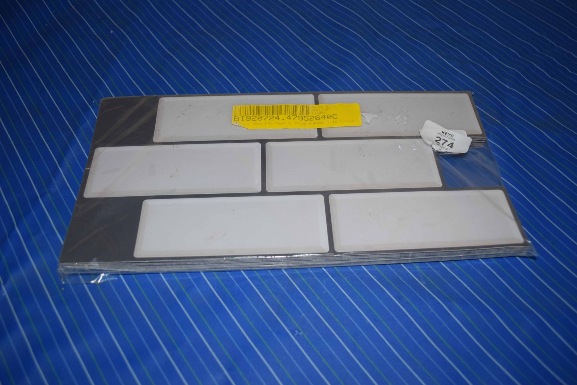 PACK OF PEEL & SEAL TILE EFFECT STICK ON WALL LINING CONTAINING APPROX 10 SHEETS