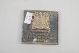 METAL PLATE WITH ROYAL INSIGNIA